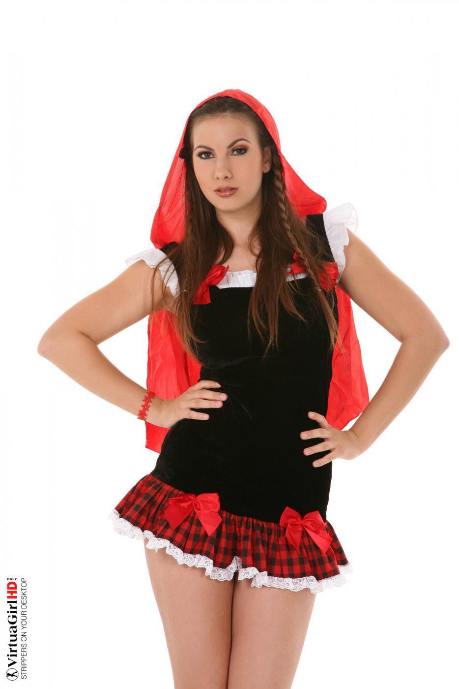 Сиськастая девка в униформе Connie Carter шалит с стрингами и голой писей