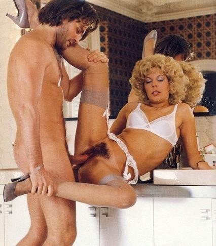 Ранди Роббер и ее модель трахаются с одним самцом