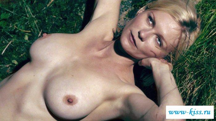 Голая и симпатичная Кристен Данст (актерские фото)