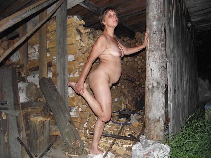 Ирина голая на ночной улице